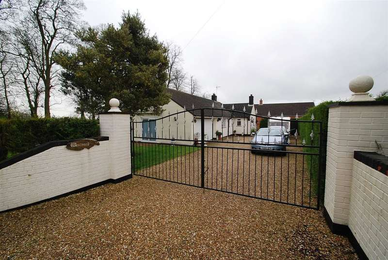 3 Bedrooms Bungalow for sale in Westward, High Street, Candlesby, Spilsby, Skegness