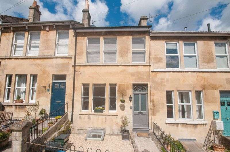 4 Bedrooms Terraced House for sale in A beautifully presented Victorian terrace property. A fantastic family home offering an abundance of period features inc stained glass windows, fireplaces, and high ceilings. Offering 1,418 sq ft of versatile living accommodation.