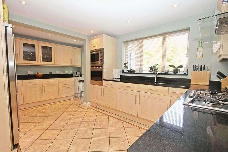 5 Bedrooms Detached House for sale in Bader Way, Whiteley
