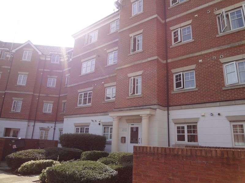 2 Bedrooms Flat for sale in Symphony Close, Edgware