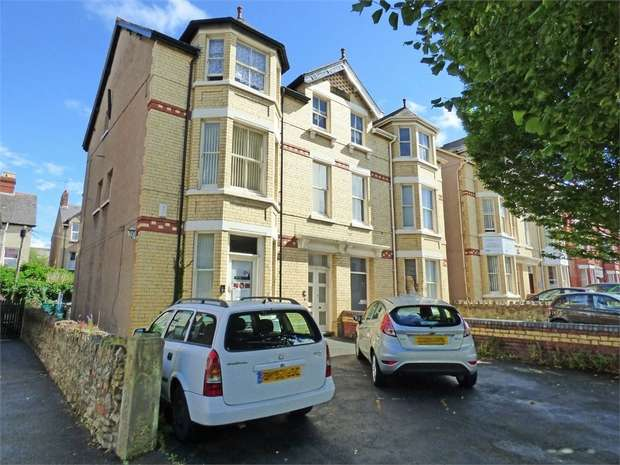 2 Bedrooms Flat for sale in Wynnstay Road, Colwyn Bay, Conwy