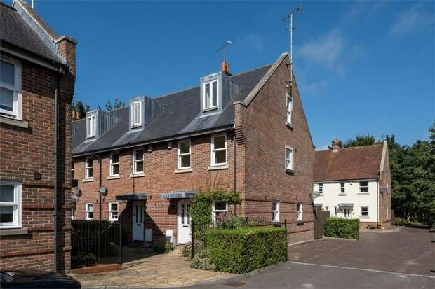 3 Bedrooms End Of Terrace House for sale in Wheelwrights Close, ARUNDEL, West Sussex