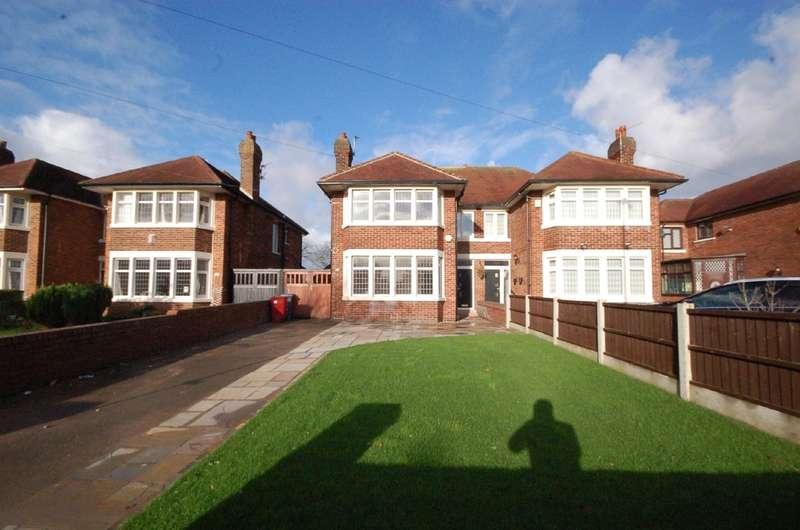 3 Bedrooms Semi Detached House for sale in Newton Drive, Blackpool