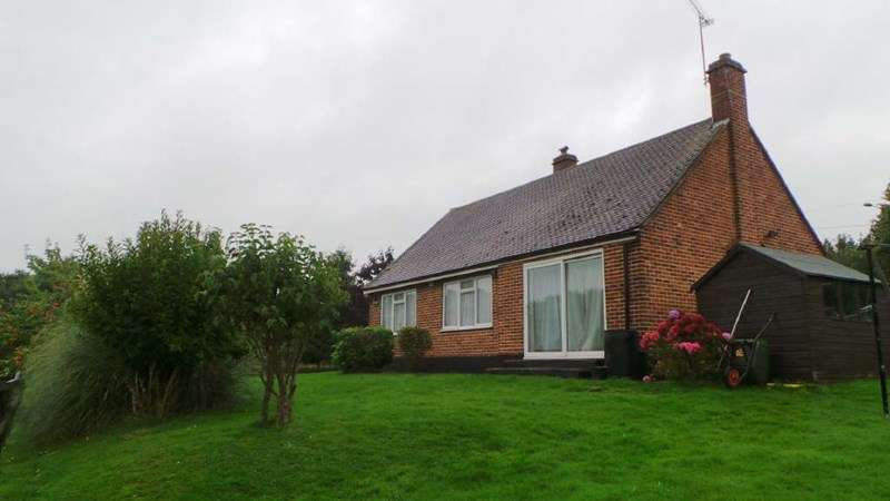 2 Bedrooms Detached Bungalow for sale in Crouch Lane, Goffs Oak