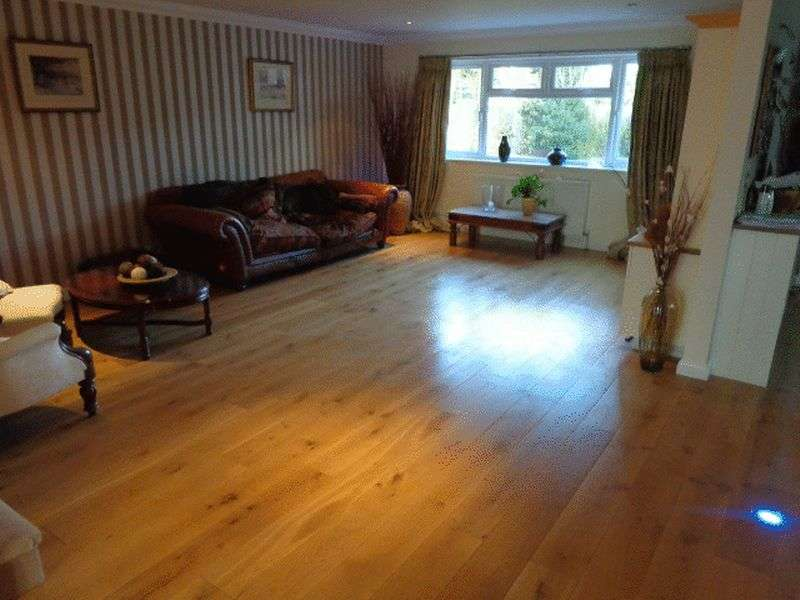 5 Bedrooms Detached House for sale in Seafield Avenue, Worthing