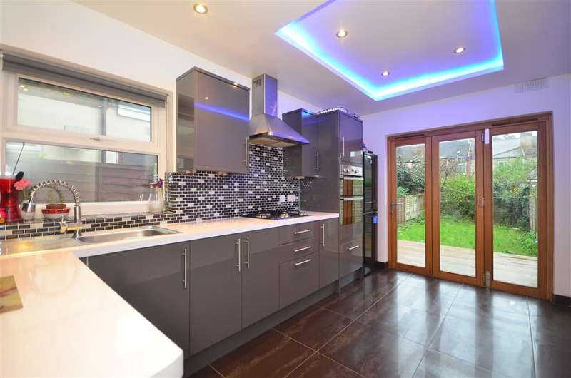 5 Bedrooms Terraced House for sale in Palamos Road, Leyton, London