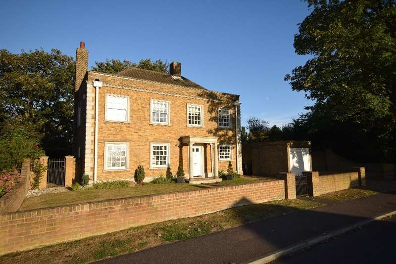 3 Bedrooms Detached House for sale in Warrior square road, Shoeburyness, Essex, SS3
