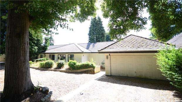 3 Bedrooms Detached Bungalow for sale in 16 Richmond Road, Caversham Heights, Reading, RG4 7PP