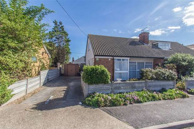 3 Bedrooms Chalet House for sale in Southfalls Road, CANVEY ISLAND, Essex
