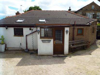 2 Bedrooms Bungalow for sale in Newstead Avenue, Halifax, West Yorkshire