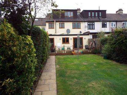 4 Bedrooms End Of Terrace House for sale in Romford, London, Essex
