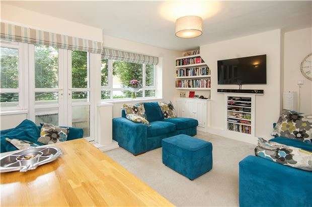 3 Bedrooms Flat for sale in Esher Gardens, LONDON, SW19 6BZ