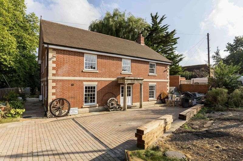 5 Bedrooms Detached House for sale in Mill Lane, Old Bedhampton, Havant