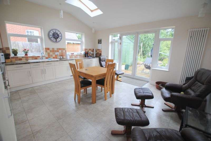 3 Bedrooms Detached House for sale in Newton Road, Rushden
