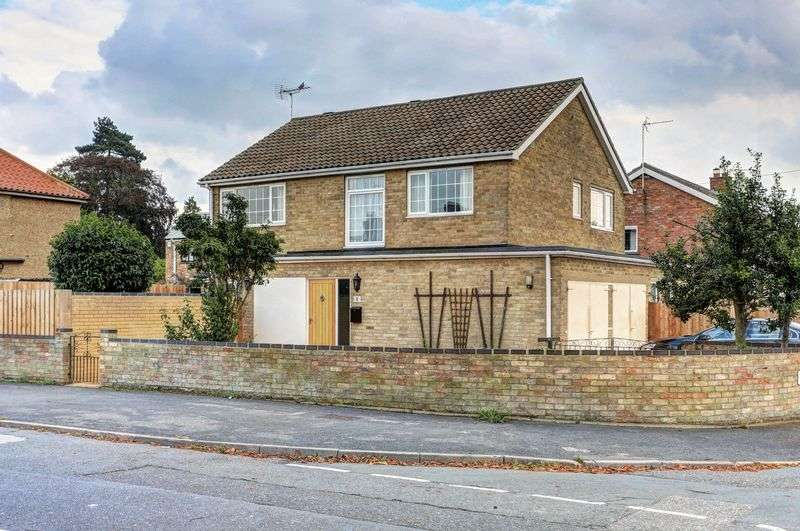 4 Bedrooms Detached House for sale in Crauden Gardens, Ely