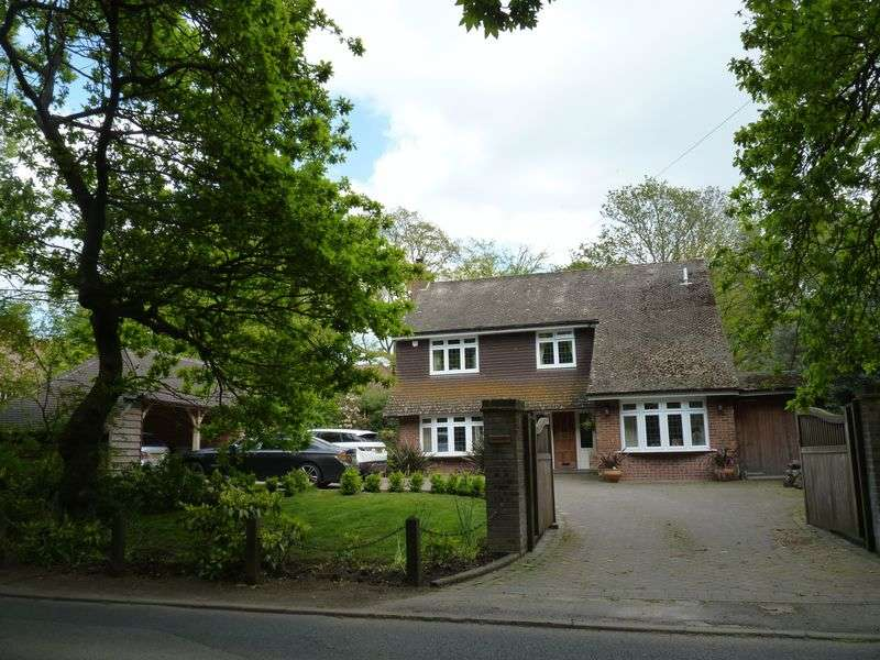5 Bedrooms Detached House for sale in Salisbury Road, Winkton, Christchurch
