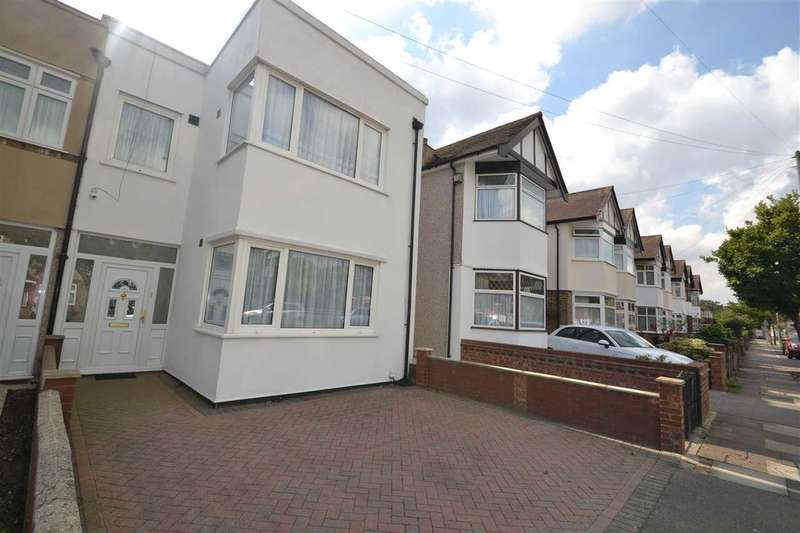 3 Bedrooms Semi Detached House for sale in Walden Way, Hainault, Ilford