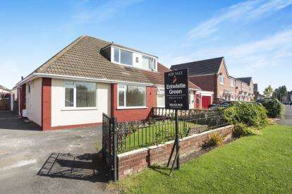 3 Bedrooms Bungalow for sale in Halebank Road, Widnes, Cheshire, WA8