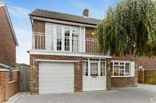 4 Bedrooms Detached House for sale in Freshfields, Shirley, Croydon, Surrey