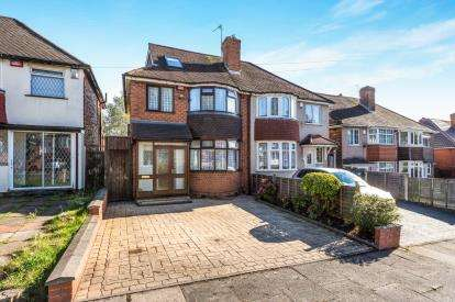 4 Bedrooms Semi Detached House for sale in Foden Road, Great Barr, Birmingham, West Midlands