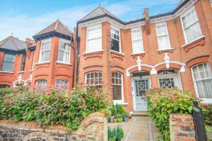2 Bedrooms Flat for sale in Grasmere Road, Muswell Hill, London