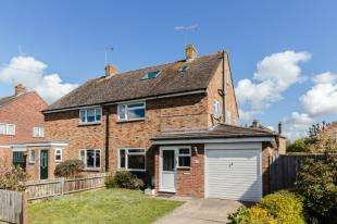 3 Bedrooms Semi Detached House for sale in Highview Road, Eastergate, Chichester, West Sussex