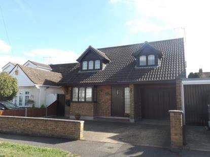 4 Bedrooms Detached House for sale in Pilgrims Hatch, Brentwood, Essex