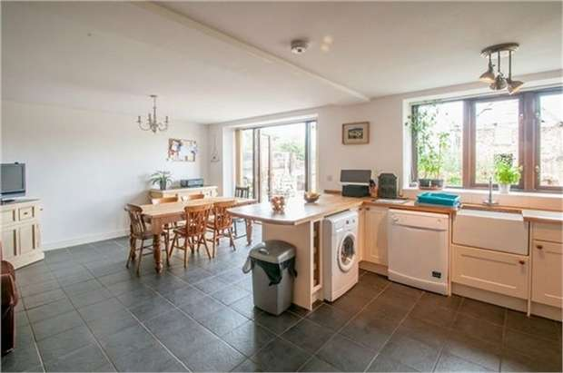 3 Bedrooms Semi Detached House for sale in Church Stoke, Montgomery, Powys