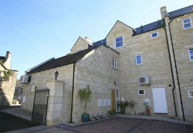 2 Bedrooms Flat for sale in 11 Stones Court, Station Approach, Bradford on Avon, Wiltshire