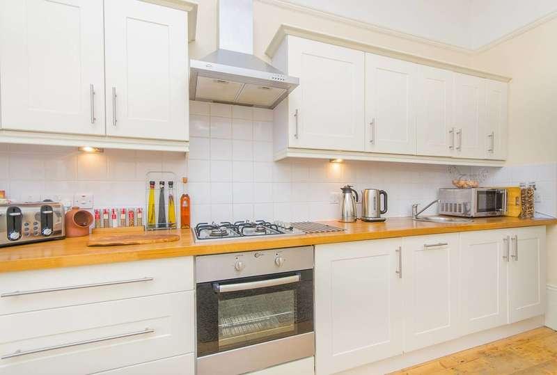 2 Bedrooms Maisonette Flat for sale in Lennard Road, Penge, SE20