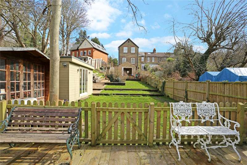 5 Bedrooms Detached House for sale in Half Acre Road, Hanwell, W7