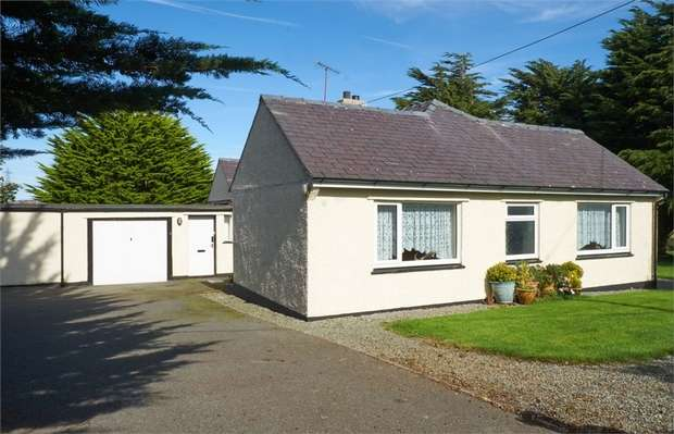 3 Bedrooms Detached Bungalow for sale in Llandyfrydog, Llannerch-Y-Medd, Anglesey