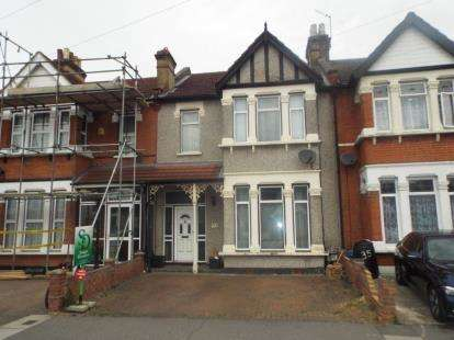 3 Bedrooms Terraced House for sale in Seven Kings, Ilford