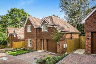 4 Bedrooms Detached House for sale in Cedar View Close, 88 Keston Avenue, Old Coulsdon, Surrey