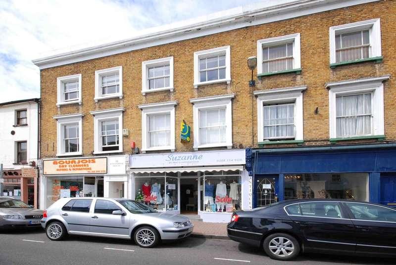 1 Bedroom Flat for sale in Bridge Road, Hampton Court, KT8