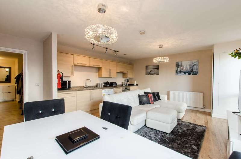 3 Bedrooms Flat for sale in Gernon Road, Bow, E3