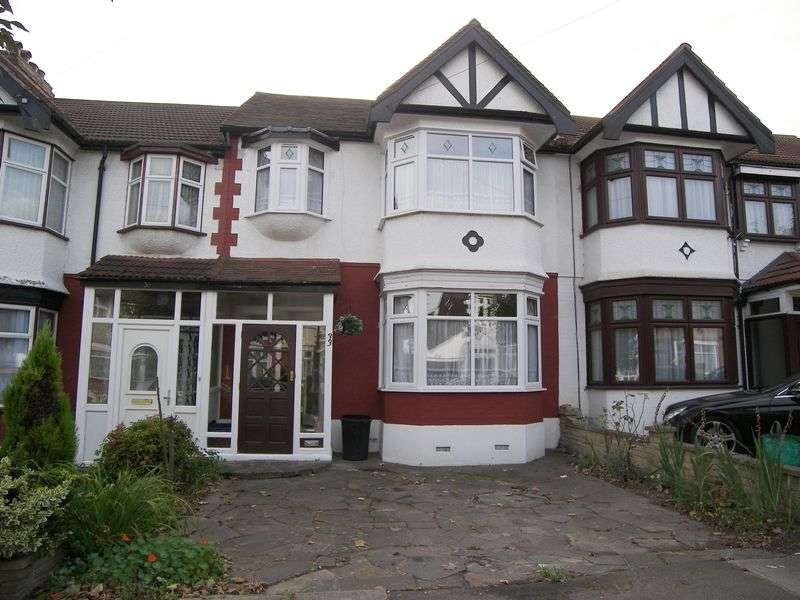 3 Bedrooms Terraced House for sale in QUEENBOROUGH GARDENS, GANTS HILL IG2