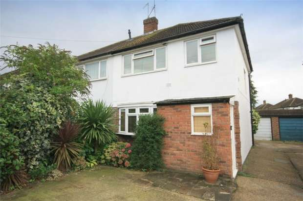 3 Bedrooms Semi Detached House for sale in Green Lane, Hanworth, Feltham, Middlesex