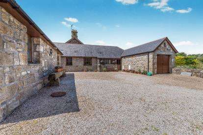 3 Bedrooms Barn Conversion Character Property for sale in Heamoor, Penzance, Cornwall