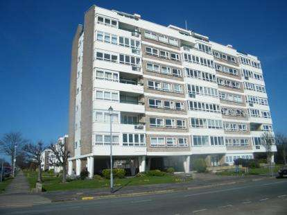 4 Bedrooms Flat for sale in The Esplanade, Frinton-On-Sea, Essex