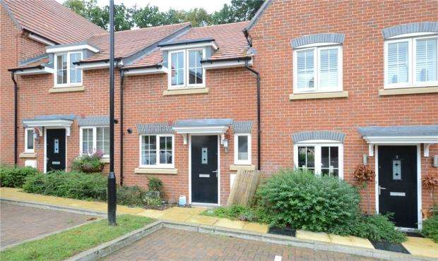 2 Bedrooms Terraced House for sale in Filbert Grove, Hartley Wintney, Hook