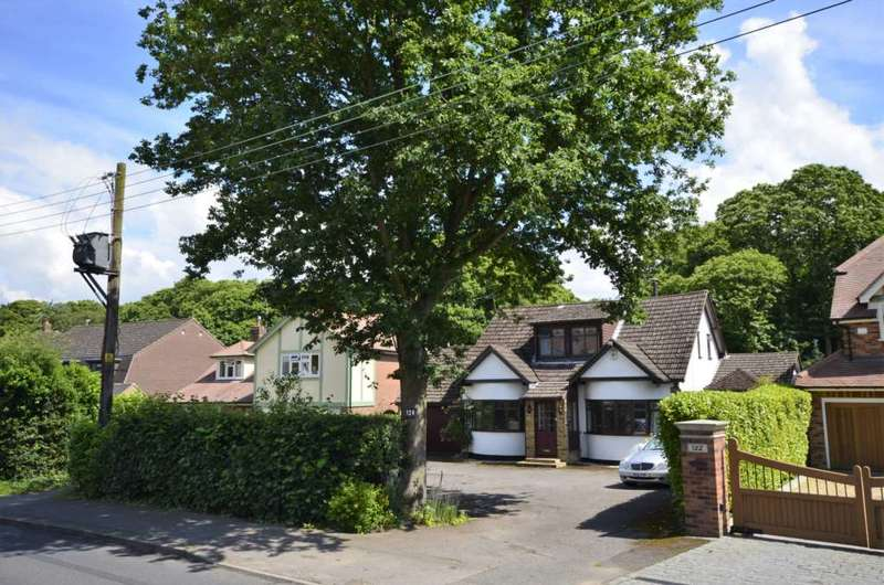 4 Bedrooms Detached House for sale in Norsey Road, Billericay