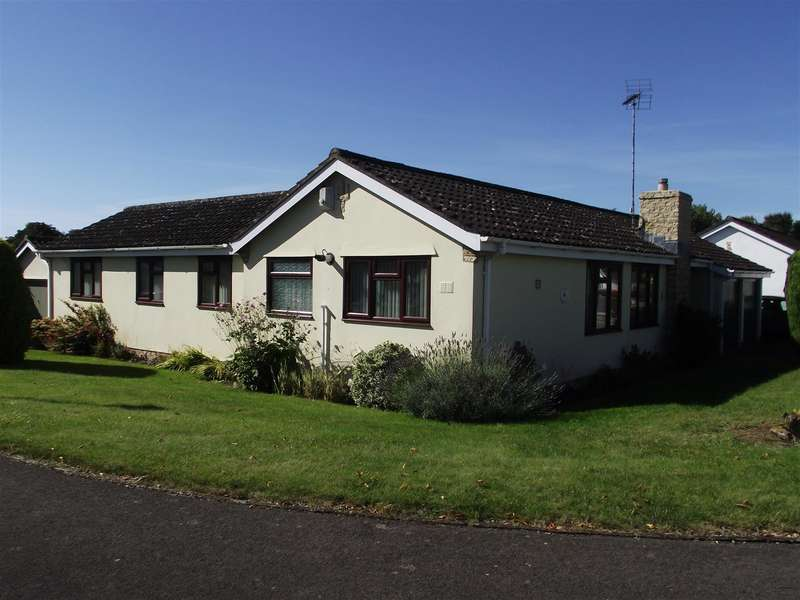 3 Bedrooms Bungalow for sale in Long Barrow Road, Calne