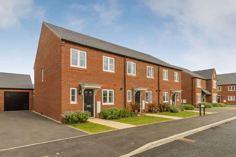 3 Bedrooms Terraced House for sale in Upper Heyford, Oxfordshire