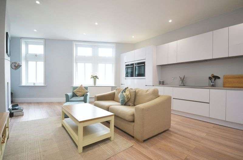 3 Bedrooms Flat for sale in Bedford Hill, London