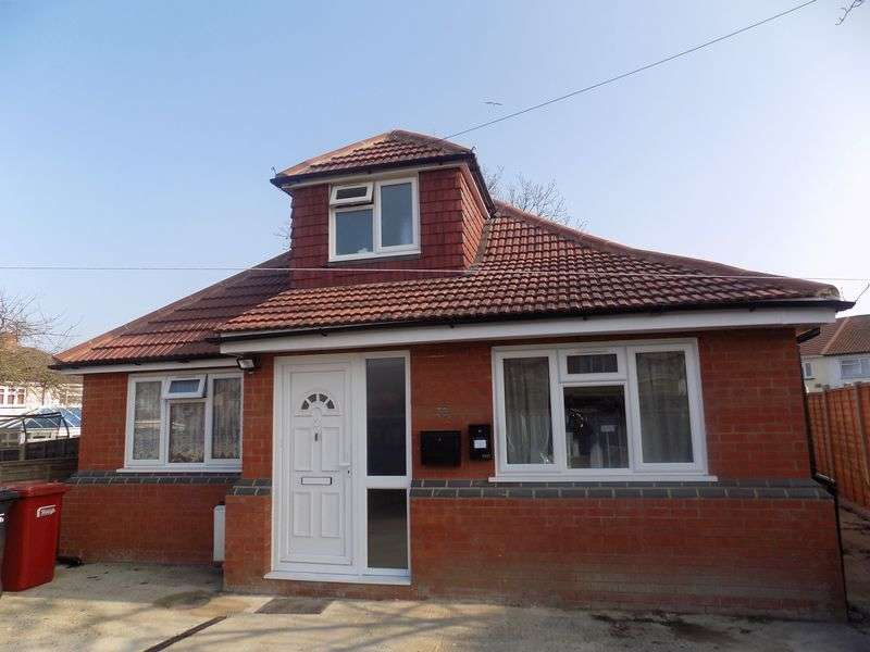 3 Bedrooms Detached Bungalow for sale in Seymour Road, Slough