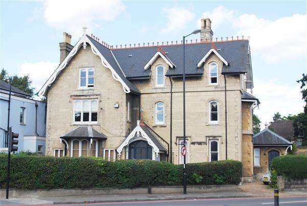 3 Bedrooms Apartment Flat for sale in Shooters Hill Road, London