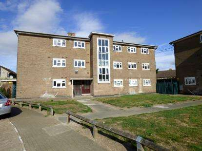 2 Bedrooms Flat for sale in Easedale Drive, Hornchurch