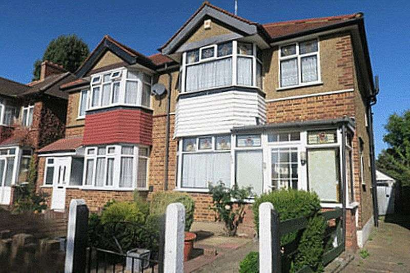 3 Bedrooms Semi Detached House for sale in STAINES ROAD, BEDFONT