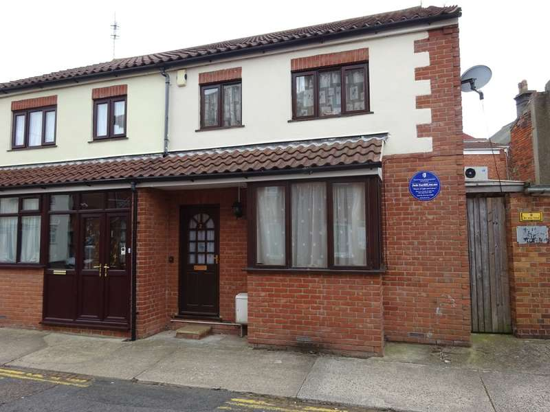 2 Bedrooms Semi Detached House for sale in Standard Place, Great Yarmouth